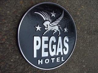 Фасадная табличка для отеля Пегас!